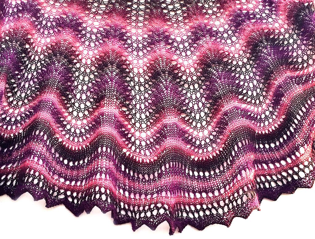 Knitlab feather fan crescent below dt1010fo